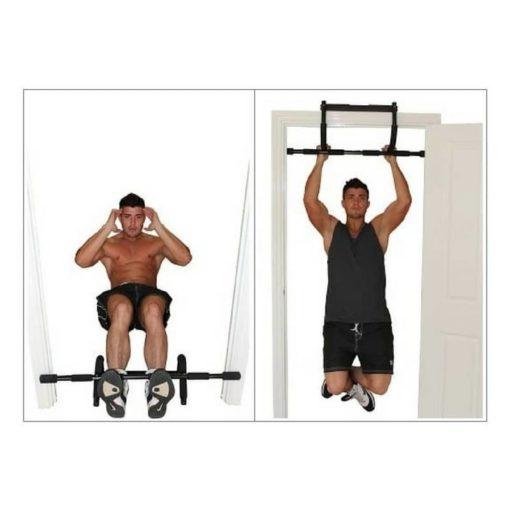 La barre de porte Universal Training de Fitness-Mad peut être installée en un mouvement à votre encadrement de porte pour les exercices de traction ou sur le sol pour les exercices de pompes ou d'abdominaux