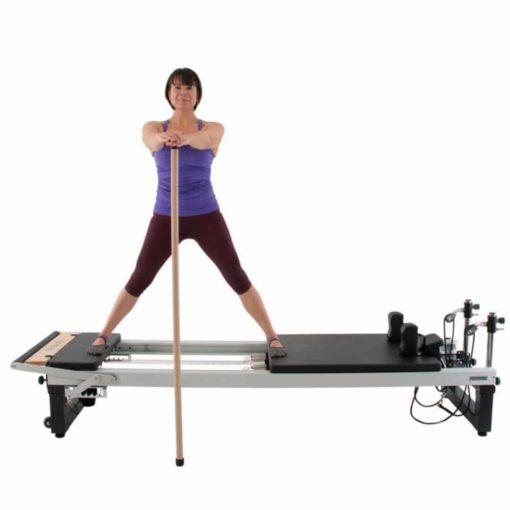 La Maple GondolaPole de Align-Pilates ou encore barre de pilates en érable est parfait pour aider à garder l'équilibre lors des séances de travail debout sur le Reformer