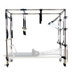 Innovation de l'année 2017, le Full CadillacAlign-Pilates C1-C2 PRO et A2peut être utilisé avec leReformerAlign Pilates C1-PRO, C2-PRO ainsi que sur le reformerA2 pour créer unCadillac Pilates completqui offre la polyvalence ultime pourvotre studio de Pilates