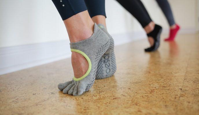 Toesox - Chaussettes antidérapantes à 5 orteils séparés