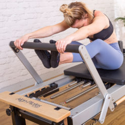 Exercice avec Reformer Pilates professionnel A8 Align-Pilates